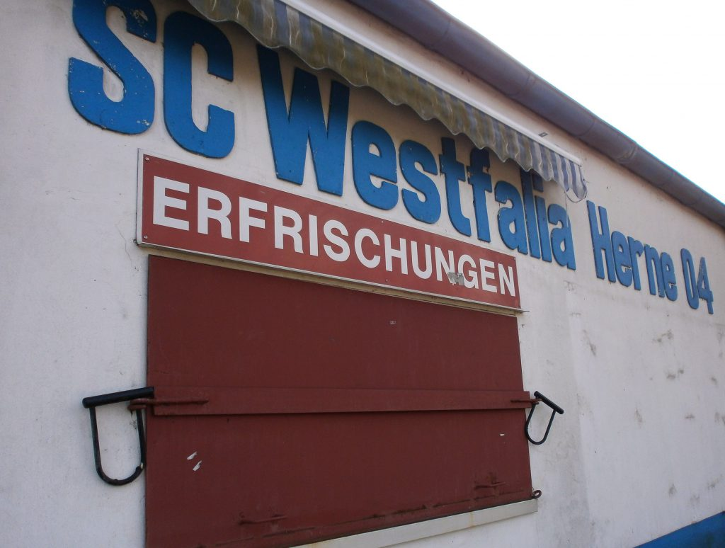 Westfaliastadion am Schloss Strünkede